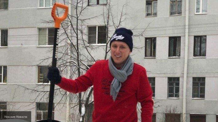 «Лопатами Беглова» расчистили снег в округе Петровский