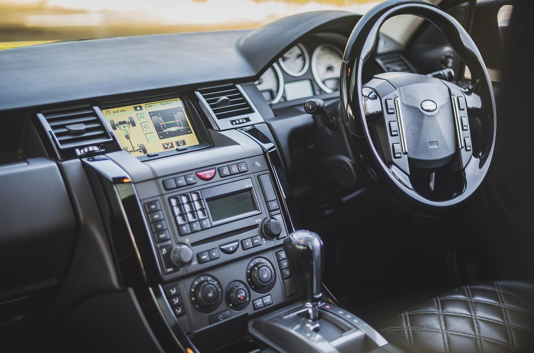 Range Rover Дэвида Бекхэма продали по цене нового УАЗ «Патриот» Новости