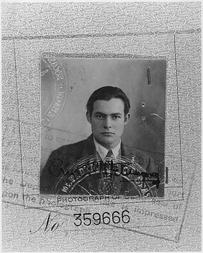 Фото на паспорт Эрнеста Хемингуэя, 1923 год