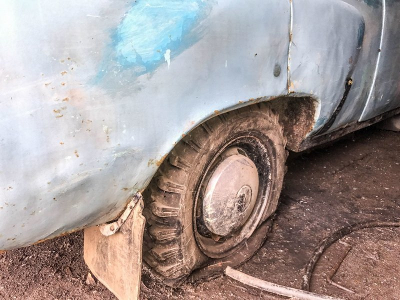 Нужна полная реставрация! Задние колеса вроде бы от ЛуАЗа Москвич-430, авто, азлк, москвич, находка, олдтаймер, ретро авто, фургон