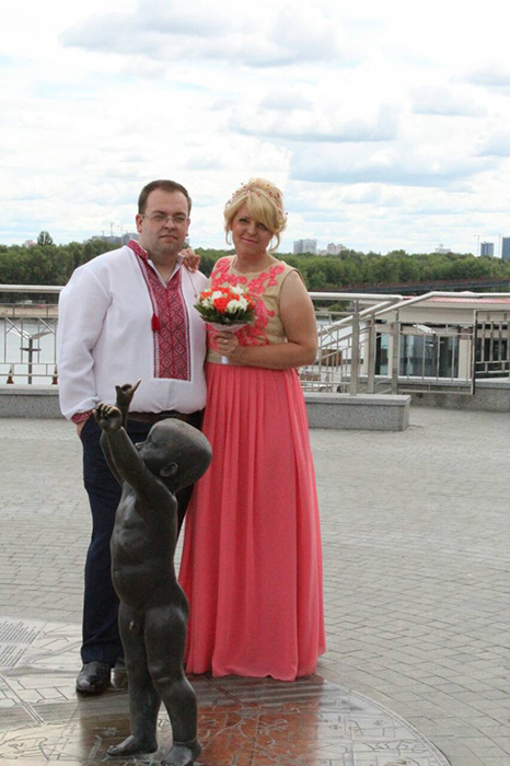 Недавно пара сыграла свадьбу в Киеве.