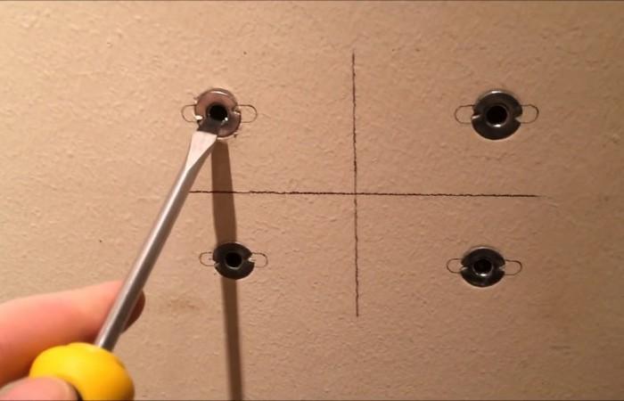 Как правильно извлечь дюбель из стены, чтобы не разворотить отверстие