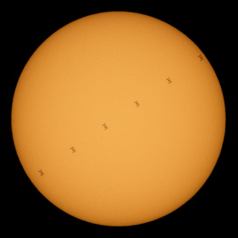 Проход МКС по диску Солнца