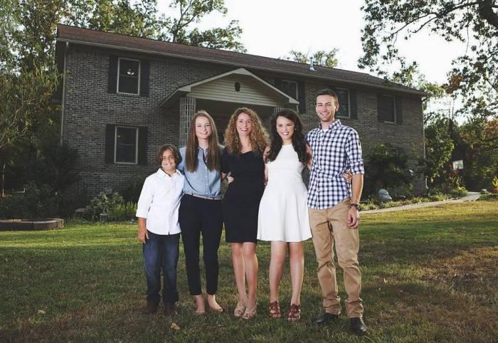 Дом, который самостоятельно построила многодетная мать
