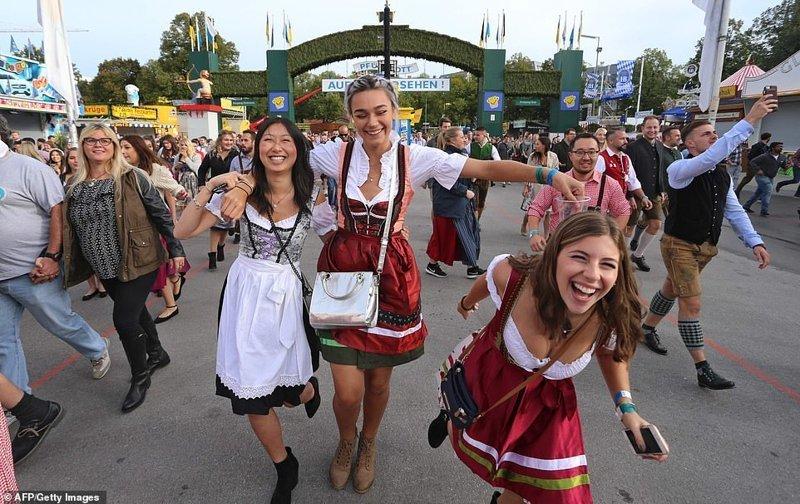 """""""Октоберфест"""" - это массовые народные гуляния. Готовиться к ним начинают еще в июле ynews, бавария, гуляния, мюнхен, октоберфест, октоберфест 2018, пивной фестиваль, пиво"""