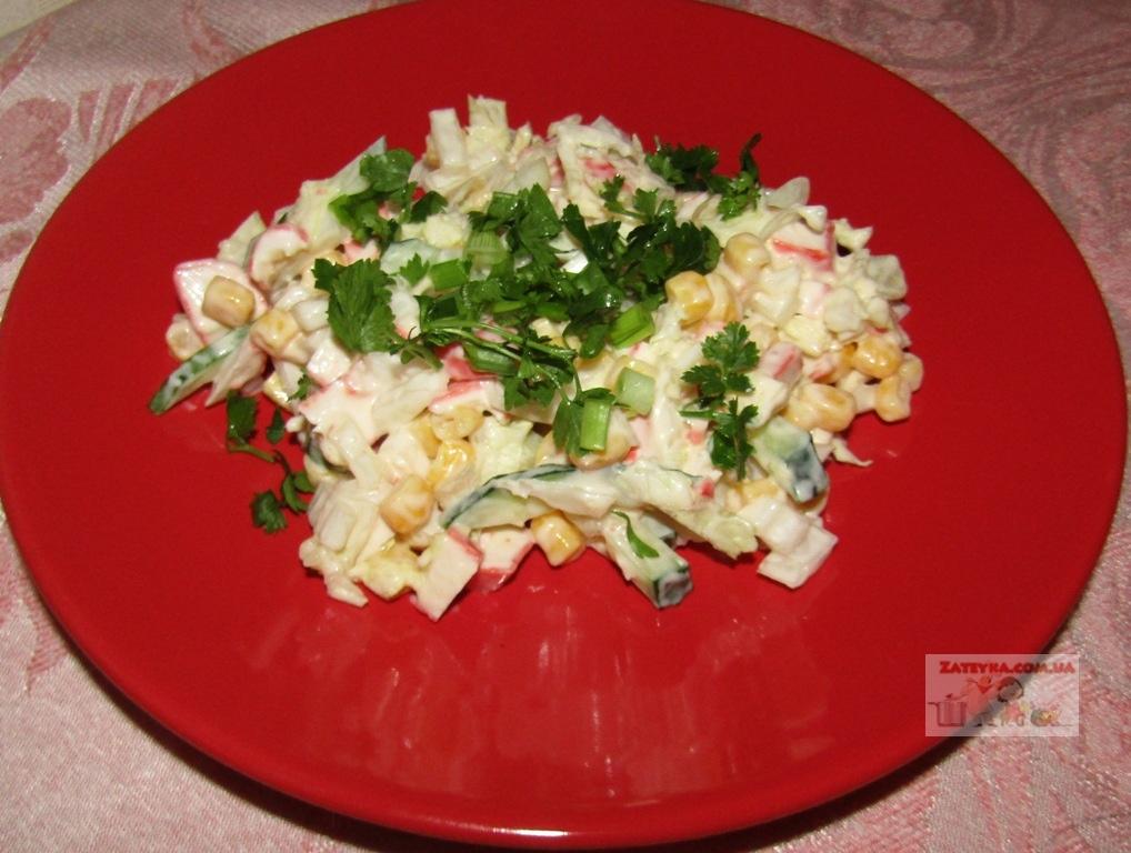 Постный салат с крабовыми па…