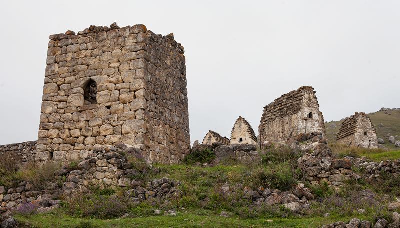 Цмити — уникальный памятник средневековья водопад, заброшенный город, крепость, пещеры, северная осетия