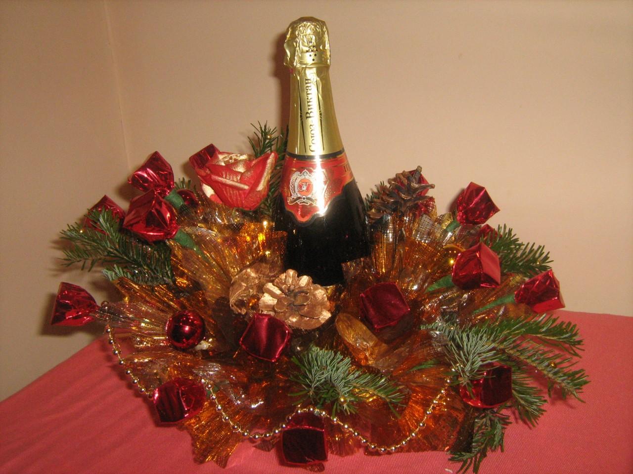 Букеты с шампанским и конфетами на новый год