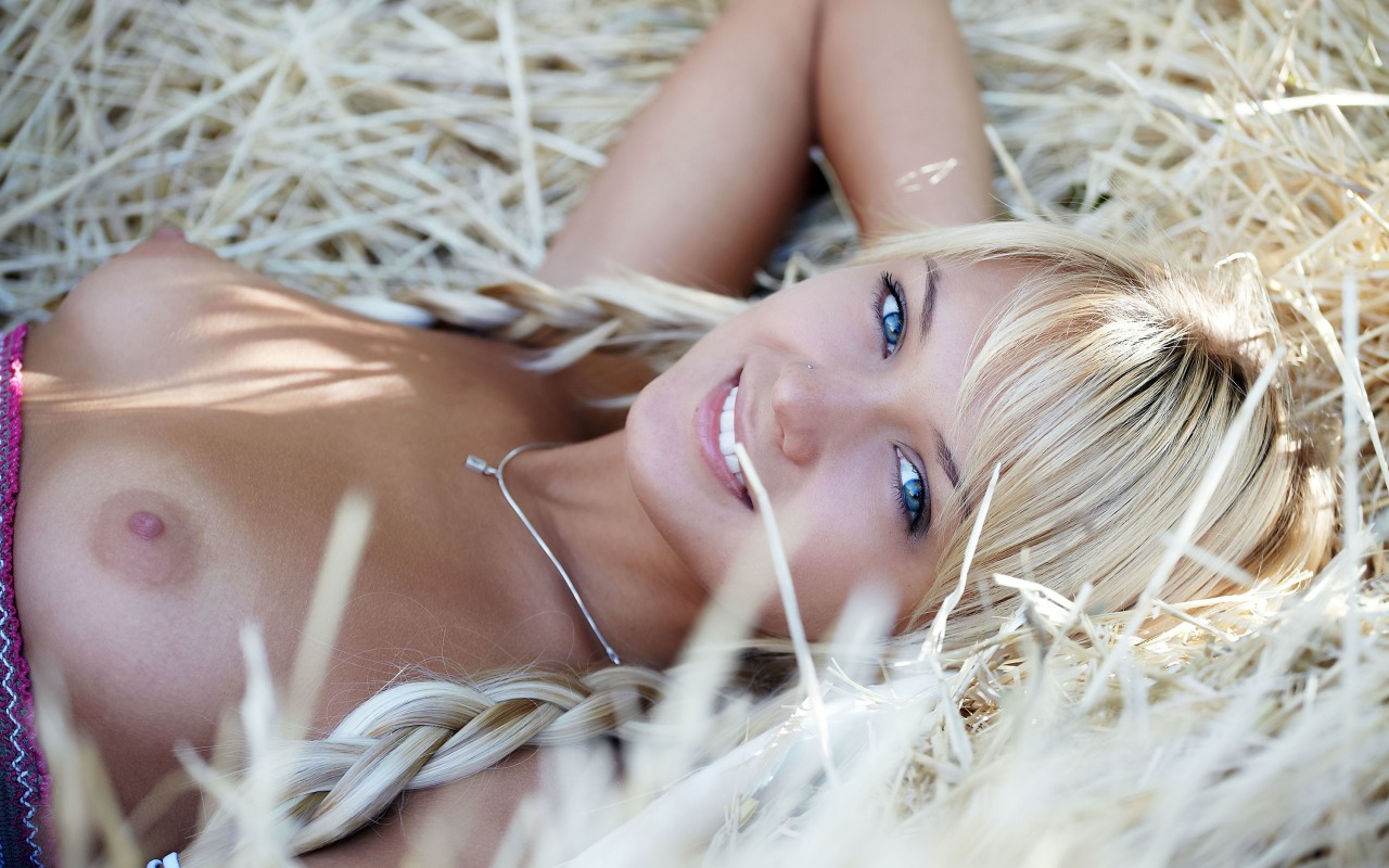 Голубоглазые голые девушки — pic 6