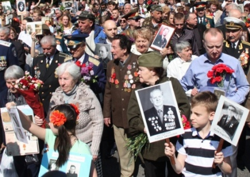 Дмитрий Корчинский предложил расстрелять детей, которые придут на парад Победы в ЛДНР