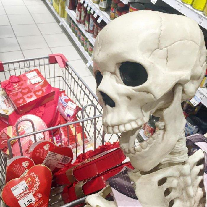 Скелет пародирует шаблонные …