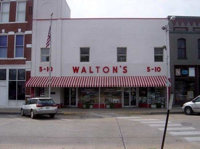 Первый супермаркет «Walmart» был открыт в 1962 году