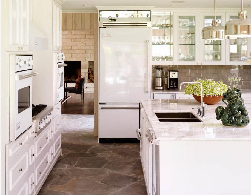 Белоснежный холодильник