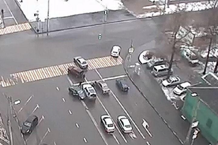 Авария двух легковушек на на юго-востоке Москвы попала на камеры