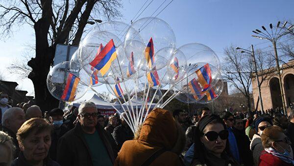 Участники акции оппозиции направилась к резиденции Пашиняна Лента новостей
