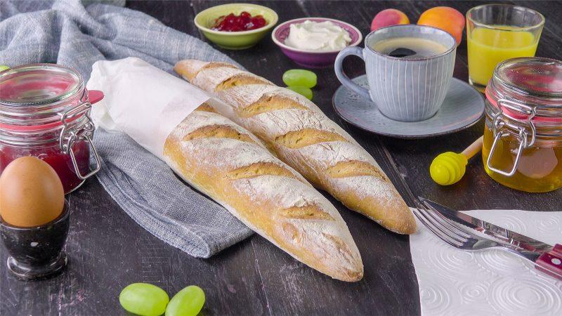 Готовим домашний багет в духовке: для французского угощения нужно лишь 4 продукта