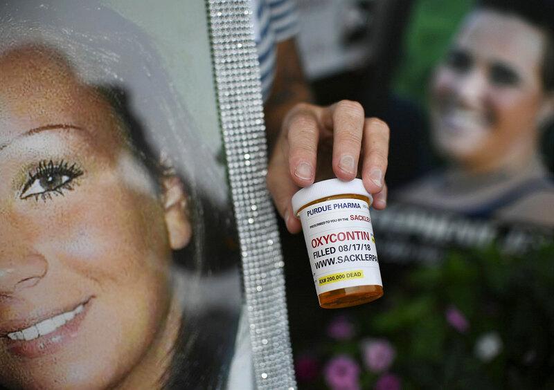 Все законно! История семьи, которая подсадила США на «легальный наркотик» интересное,интересные факты,история,ужас,шок