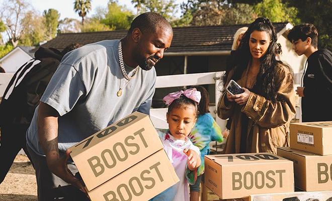 Ким Кардашьян отдала коллекцию обуви своего мужа на благотворительность Дети / Дети знаменитостей