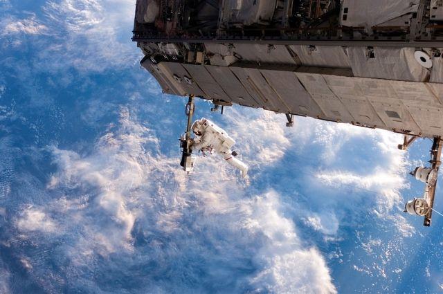 Российские космонавты вернулись на борт МКС после работ в открытом космосе