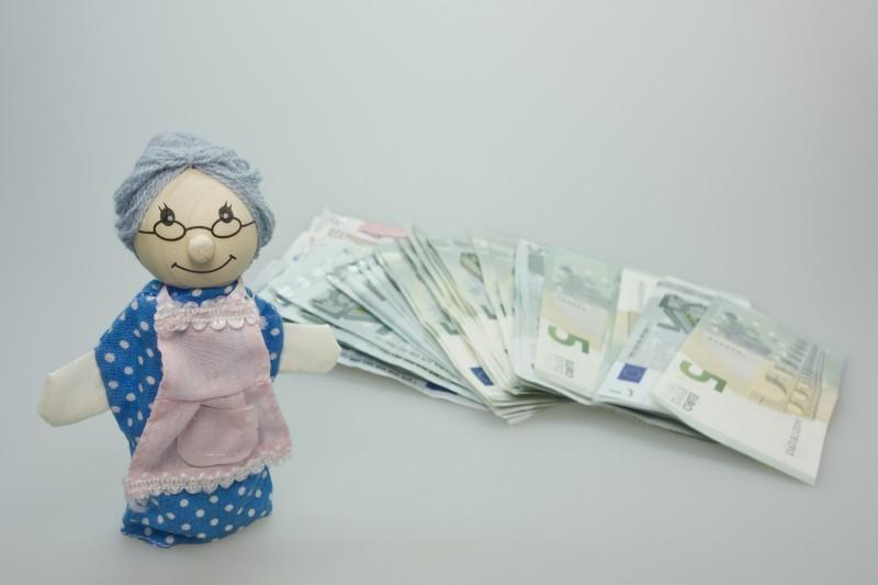 За то, что с родным внуком сидит, моя мама берёт с меня деньги