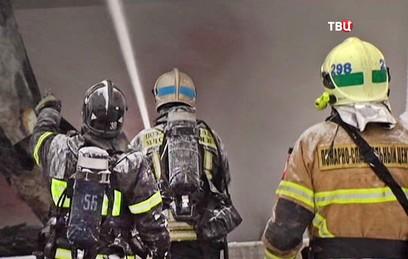 Пожарные локализовали возгорание в ангарах в Мытищах
