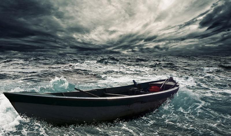 Лодку мужчины выбросило в море и он жил в ней 14 месяцев