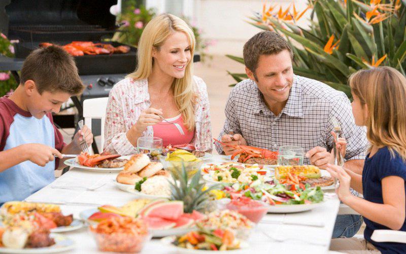 Читатели газеты «Марьина Роща» расскажут, как часто они устраивают семейные ужины