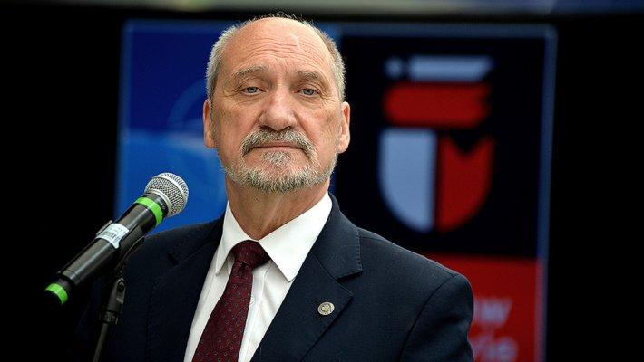 Глава Минобороны Польши обвинил СССР в сговоре с нацистской Германией
