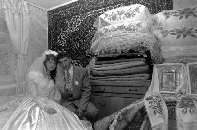 Свадьба-90-е! Бабушка постаралась! Девочки кому собирали такое приданное?