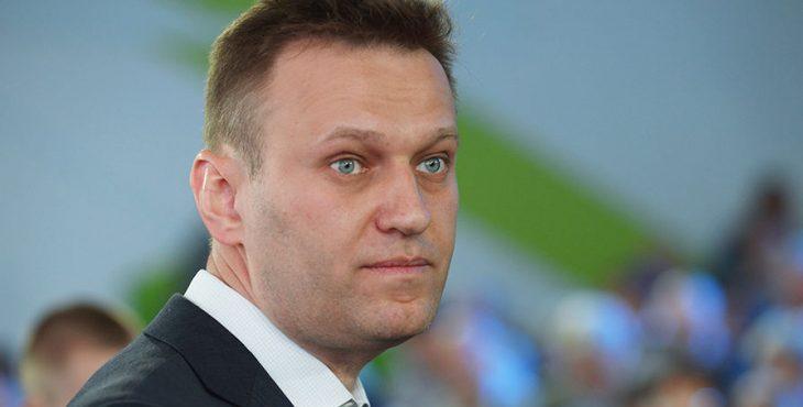 Аферист Навальный ведет детей под статью