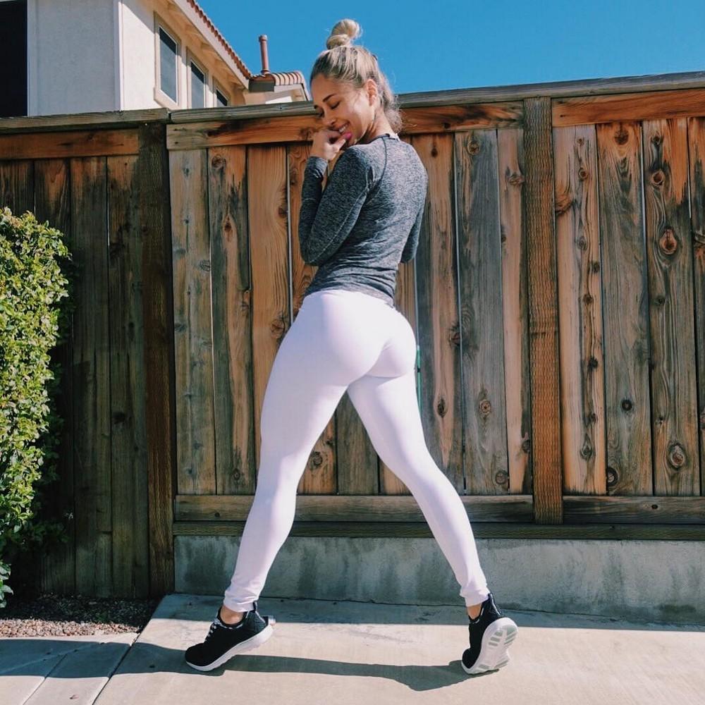 Блондинки в белых обтягивающих штанах фото проституток краснодара немецкое