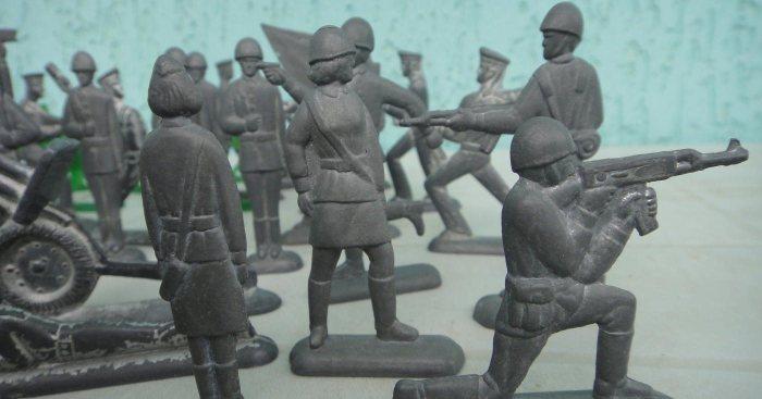 Очень старые солдатики. ¦Фото: simferopol.au.ru.
