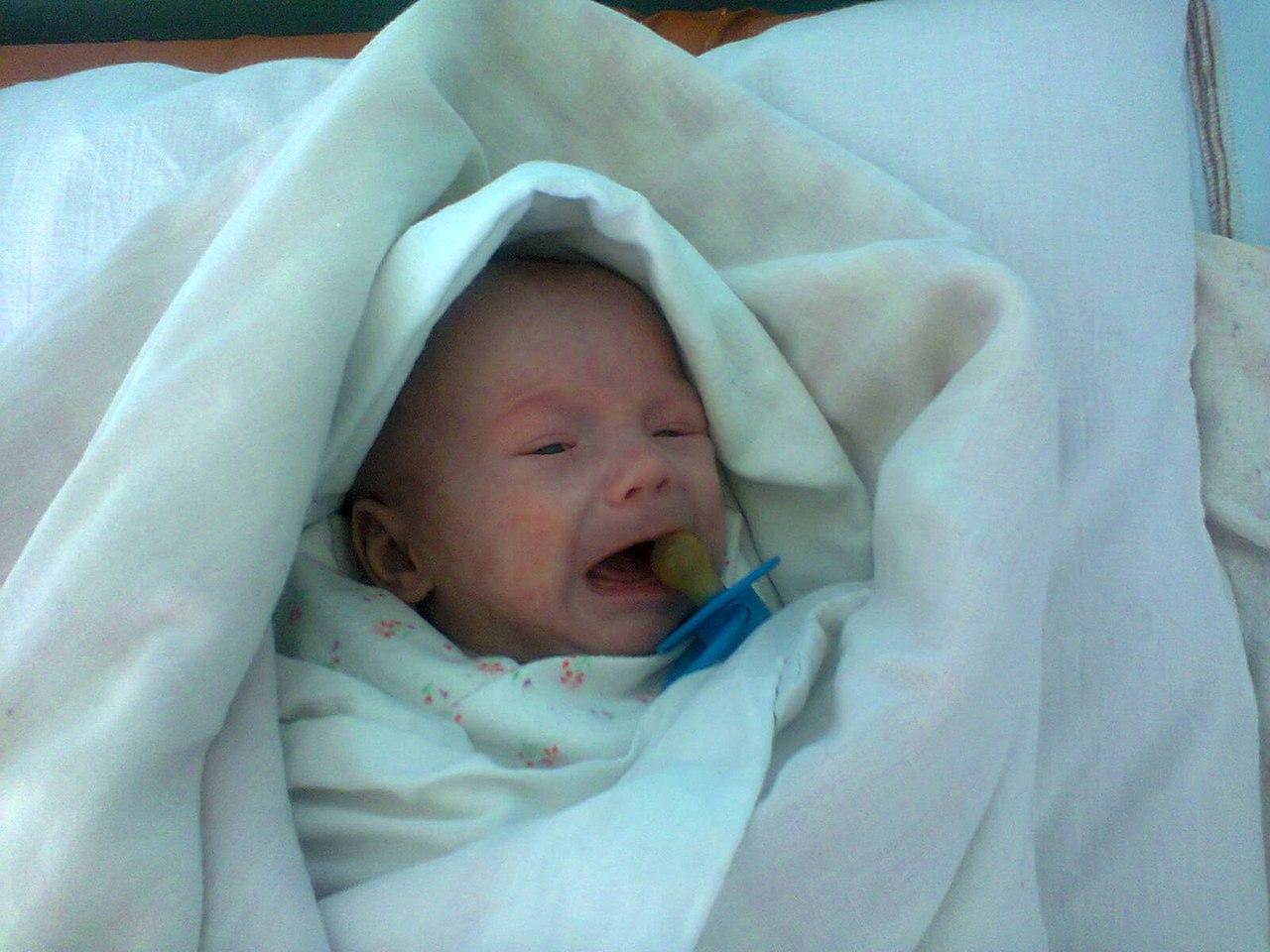 «Дочь не нужна — она некрасивая»: Катя родила двоих, но из роддома забрала только сына