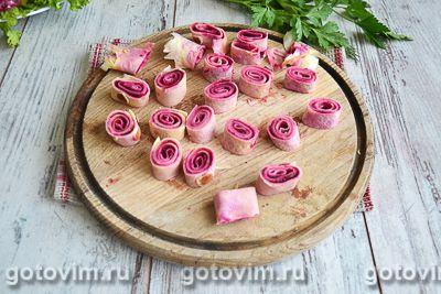 Слоеный салат с блинами «Букет роз», Шаг 09