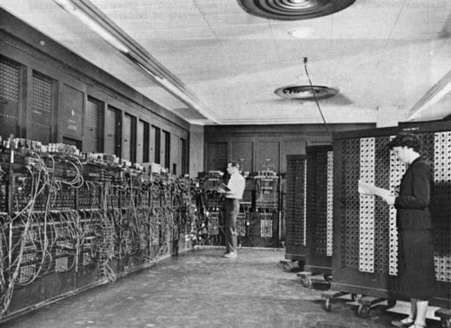 Построенный в США ЭНИАК (Электронный числовой интегратор и вычислитель) – один из первых компьютеров