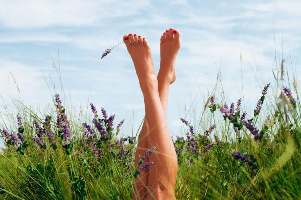 Картинки с ногами на природе