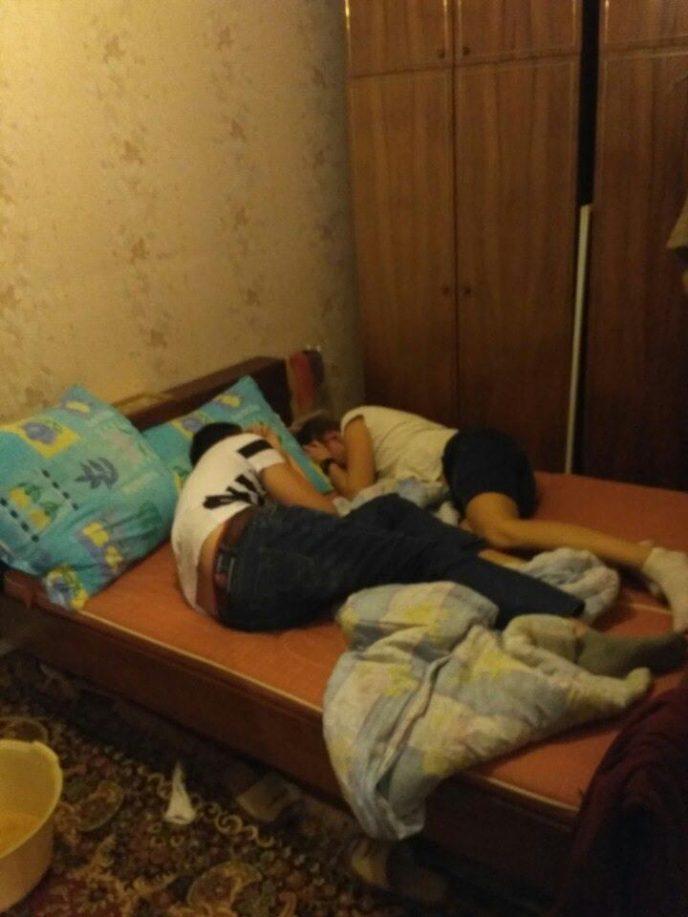 молодые отдыхают на квартире поделаешь нравится такой