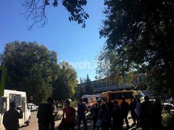 Взрыв в колледже в Керчи: по…
