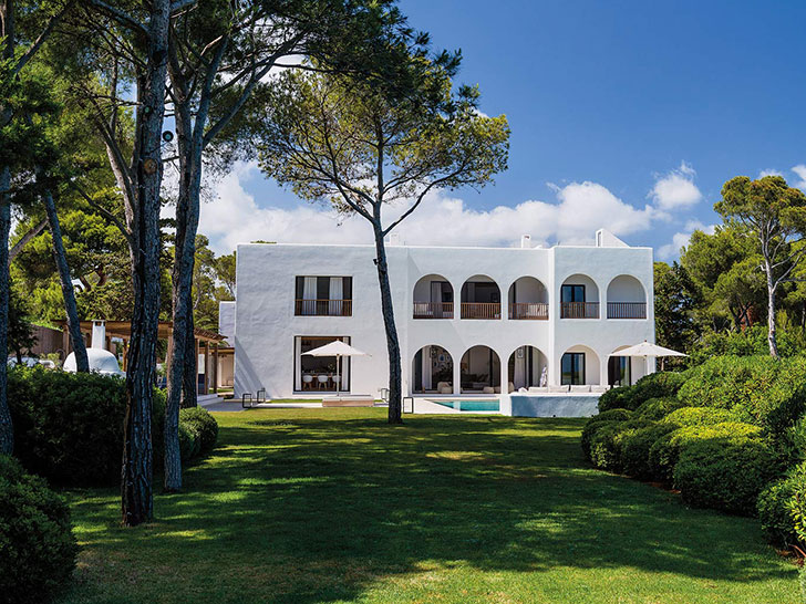Прекрасная реконструкция традиционного испанского домика на Ибице