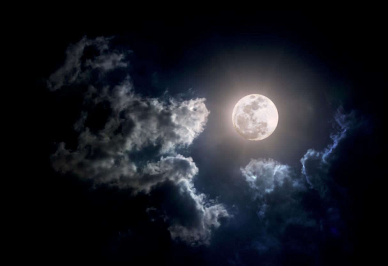 Картинки по запросу почему нельзя Нельзя смотреть из окна на полную Луну