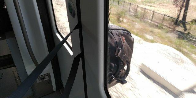 """12. """"Я запрыгнул в поезд в последнюю минуту, а моя сумка осталась снаружи"""" день не задался, драма, неудачники, неудачный день, отстой, плохой день, прикол, фото"""