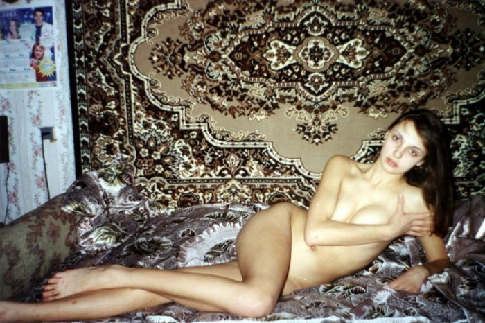 Фото лезби на фоне ковра