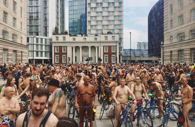 В Лондоне прошел нудистский велозаезд