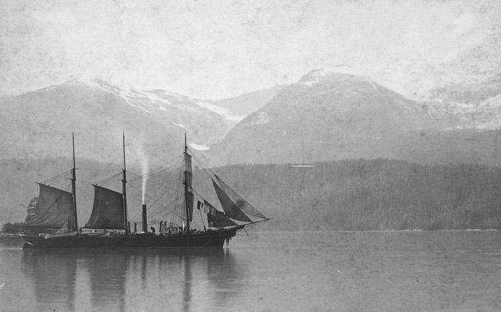 Портлендский канал в Аляске у подножья горного хребта Халлек. 1888 год.