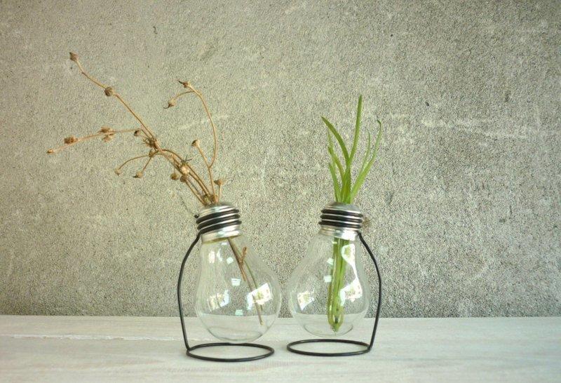 10. Конечно же, один из самых простых вариантов, не требующий усилий, это ваза декор, интересно, красиво, своими руками, старая лампочка, фото