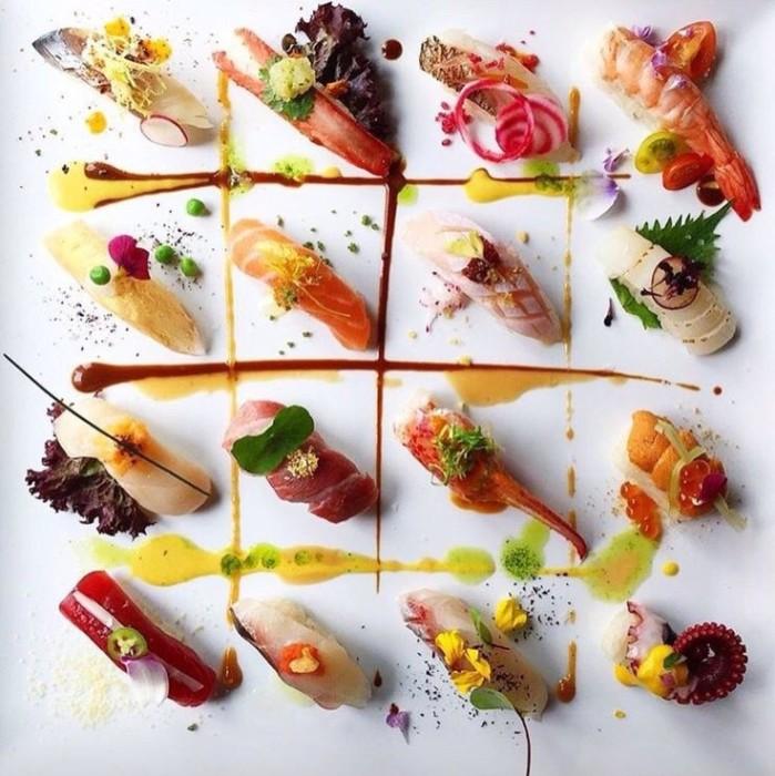 Эффектная подача суши. / Фото: www.allabout-japan.com