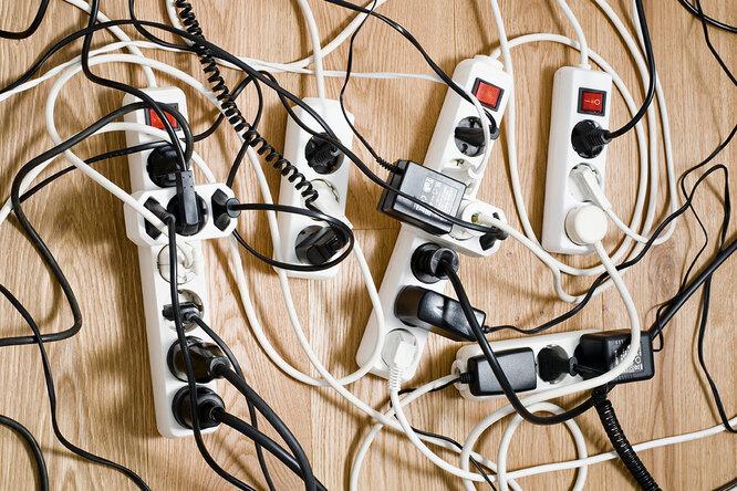 7 бытовых приборов, которые нельзя подключать к удлинителю