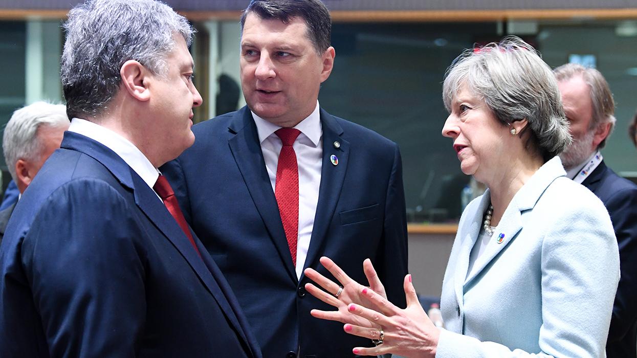 Тереза Мэй хочет воевать против России в союзе с Украиной, Молдавией, Азербайджаном, Арменией, Грузией и Белоруссией