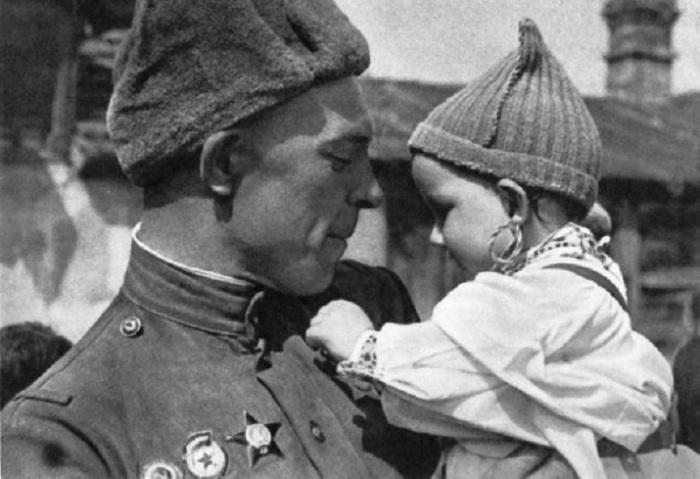 «Этот день мы приближали, как могли»: фотографии военкоров с фронтов Великой Отечественной
