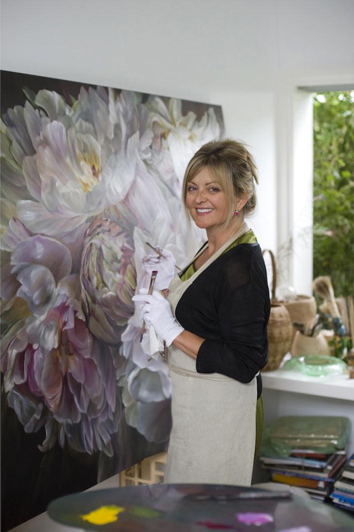 Художница Marcella Kaspar рисует картины с цветами для украшения интерьера фото